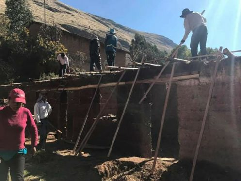 Huancal Building a Barn
